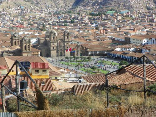 A close-up shot of the Plaza Del Armes from the hostel in Cusco, Peru.